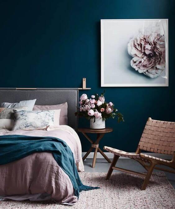Дизайн спальни. Декорирование стены за кроватью.